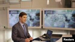 Ведущий русскоязычного Первого Балтийского Канала (PBK) Алексей Кондауров в студии в Риге