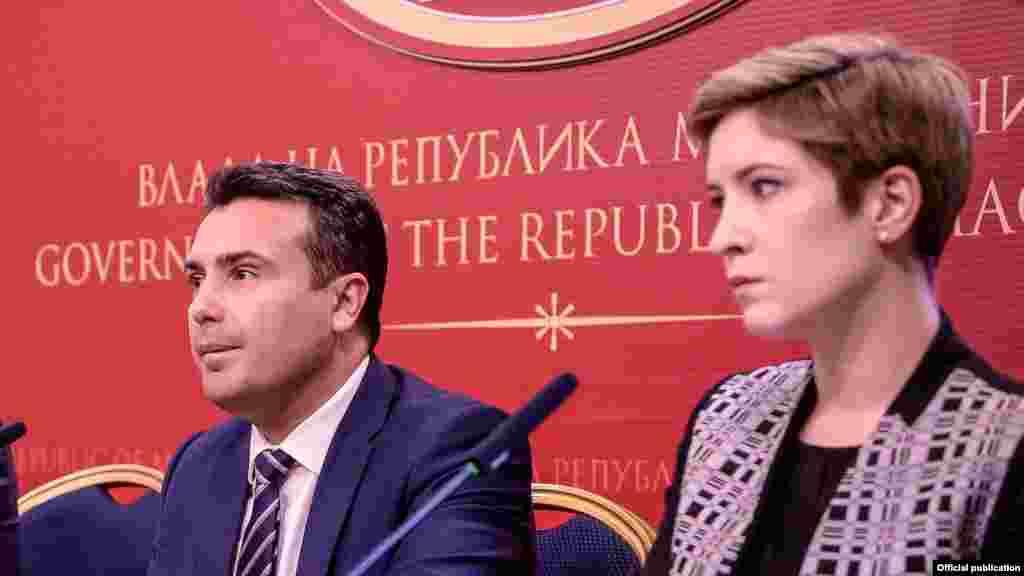 МАКЕДОНИЈА - Премиерот Зоран Заев изјави дека со лидерот на ДУИ Али Ахмети РАЗГОВАРАЛЕ за проблемот со Грција и за проширувањето на владината коалиција. Тој порача дека на Владата и треба постабилно парламентарно мнозинство зашто следуваат сериозни одлуки за Македонија.