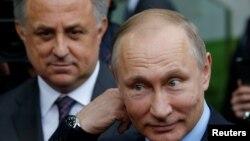 Владимир Путин и вице-премьер Виталий Мутко