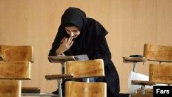 مقام های جمهوری اسلامی اکنون به صراحت هدف از اجرای سهمیهبندی جنسیتی و بومیگزینی داوطلبان کنکور را « کاهش ورود دختران به دانشگاه » عنوان میکنند. (عکس: فارس)