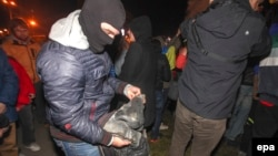 Якшәмбе төнендә һәйкәлне җимерүчеләр Ленинны кисәкләргә бүлде