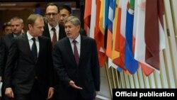 Президент Алмазбек Атамбаевдин Европа кеңешинин Төрагасы Дональд Туск менен жолугушуусу. 27-март, 2015-жыл