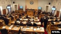 Қирғиз депутатлари муҳожирларнинг турли йўллар билан мамлакат фуқаролигини олаётганидан норози.