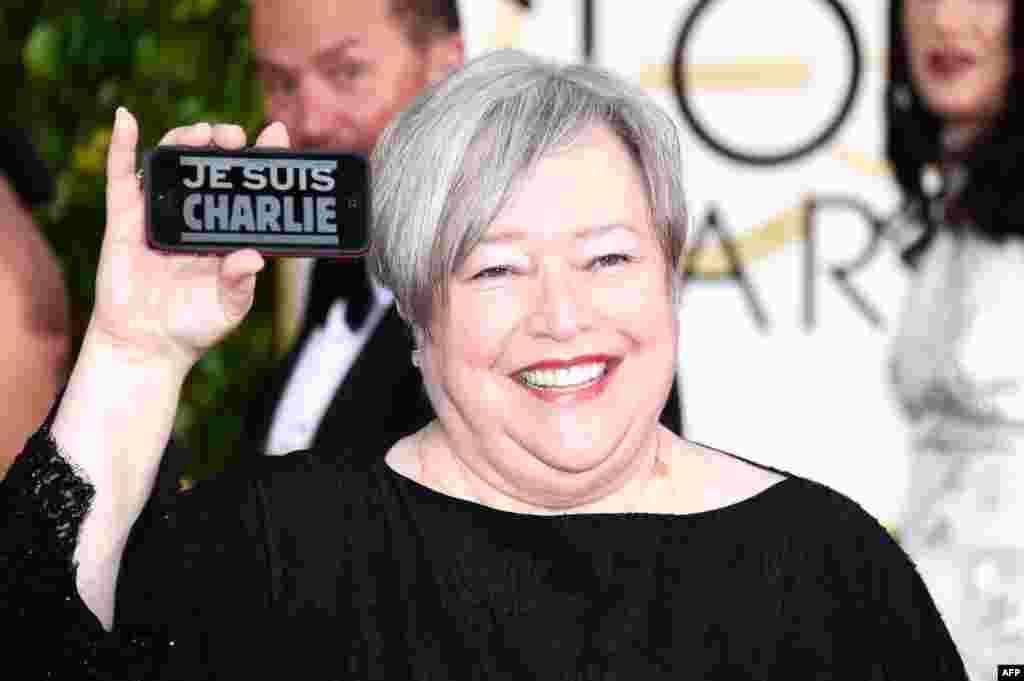 کتی بیتش، بازیگر قدیمیبا نشان «من شارلی هستم».