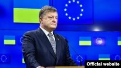 Заяви президента Петра Порошенка (на фото) про швидку євроінтеграцію України можуть лише нашкодити процесові, вважає експерт Олександр Хара