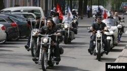 Pamje e motoçiklistëve të klubit Ujqit e Natës të Rusisë