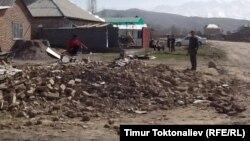 Арча-Бешик конушундагы басып алынган жерге курулган үйлөр. Бишкек, 2013-жыл.