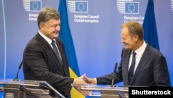 Ukrainian President Petro Poroshenko (left) meets with Donald Tusk, president of the European Council, last week in Brussels.