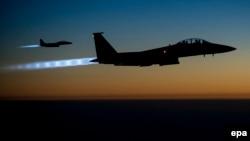 Американские истребители F-15 возвращаются после ударов по позициям исламистов в Сирии.