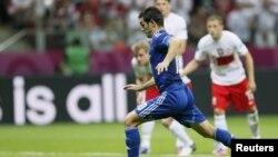 کاراگونیس در بازی مقابل لهستان در رقابتهای یورو ۲۰۱۲