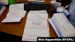 В письмах, отправленных депутатам и президенту, всего четыре слова: «Знаешь, почему меня убили?» А под посланием подпись – Виталий Сафаров