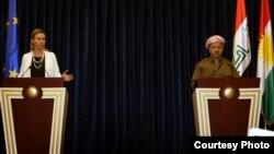 رئيس اقليم كردستان مسعود بارزاني ومسؤولة السياسة الخارجية للإتحاد الأوروبي فيدريكا موغيريني في مؤتمر صحفي بأربيل