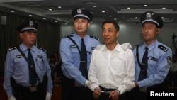 Бо Силай после объявления ему приговора