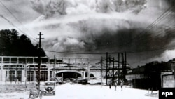 Дим після атомного бомбардування Нагасакі, Японія, 9 серпня 1945 року