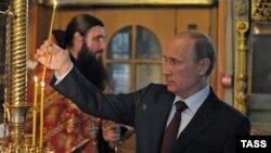 Путин шәм куя
