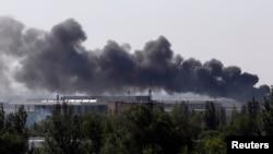 Дим над аеропортом Донецька, 26 травня 2014 року