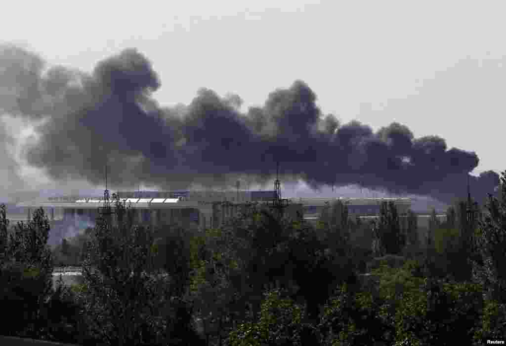 Smoke billows from Donetsk airport during heavy fighting between Ukrainian and pro-Russian forces.