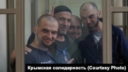 Apiske alınğan Vladlen Abdulkadırov, Bilâl Adilov, Farhod Bazarov ve Rustem Şeyhaliyev Rostov-na-Donu Kirov rayon mahkemesinde