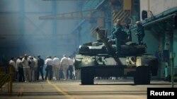 Украина- Танк «Оплот» на харьковском заводе имени Малышева, июнь 2013 г․