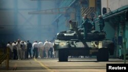Украінскі танк падчас прэзэнтацыі на заводзе ў Харкаве ў чэрвені 2013 году