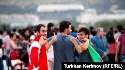 Фанаты Евровидения в Баку