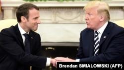 Франция президенті Эммануэль Макрон АҚШ президенті Дональд Трамппен кездесіп отыр. Вашингтон, 24 сәуір 2018 жыл.
