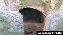Уваход у падземныя паверхі палаца Сапегаў