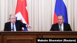 Šef diplomatije Velike Britanije Boris Johnson sa ruskim kolegom Sergejom Lavrovim u Moskvi