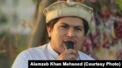 عالم زيب خان مسود يو مدني فعال دی چې د ورک کړل شويو کسانو د موندلو په اړه فعاليتونه کوي.