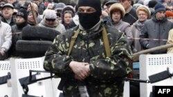 Озброєний проросійський активіст у Слов'янську, 12 квітня 2014 року