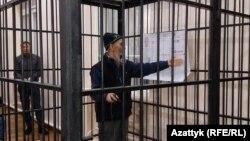 Азимжан Аскаров в зале суда. Архивное фото.