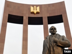 Помнік Сьцяпану Бандэру ў Львове