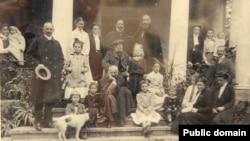 Родина Шептицьких, родинна садиба у Прилбичах