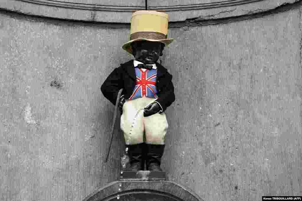 A picture taken on January 30 shows Brussels' landmark Manneken-Pis statue decorated with a Union Jack waistcoat and a top hat to mark the departure of the United Kingdom from the European Union. (AFP/Kenzo Tribouillard)