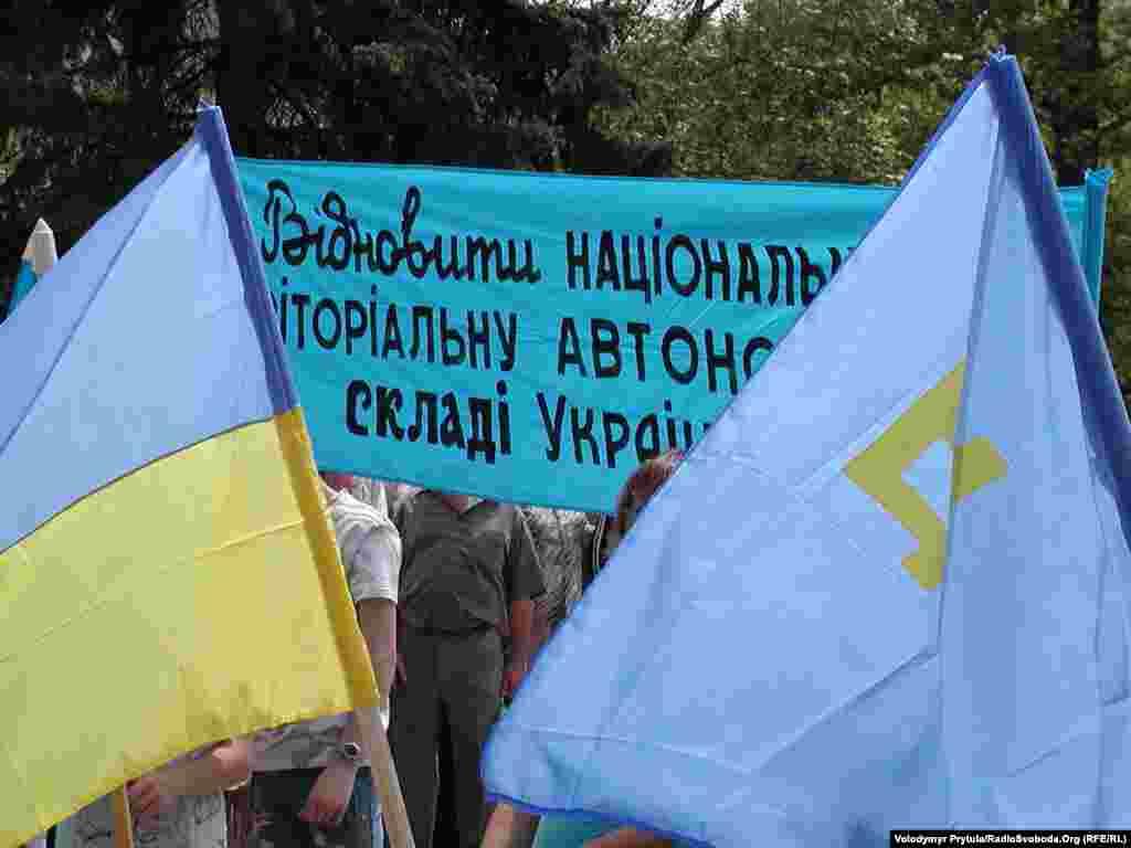 Митинг в День памяти жертв депортации крымскотатарского народа из Крыма на центральной площади Симферополя, 2007 год