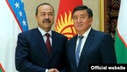 Премьер-министры Узбекистана и Кыргызстана Абдулла Арипов и Сооронбай Жээнбеков.