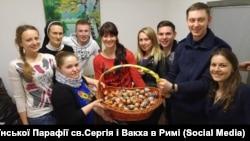 Учасники молодіжної спільноти на римській парафії св. Сергія і Вакха