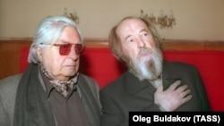 Юрій Любимов (ліворуч) і Олександр Солженіцин, 1996 рік (архівне фото)