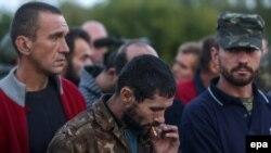 Украинские военные, вызволенные из плена по обмену с пророссийскими сепаратистами. Донецкая область, 20 сентября 2014 года.