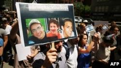تصویر سه نوجوان ربوده شده اسرائیلی در دستان یهودیان آمریکایی در نیویورک