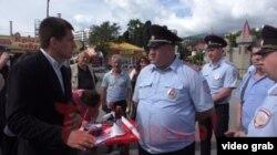 Депутат Степанченко и полициейские