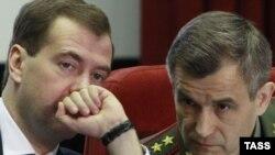 Русия президенты Дмитрий Медведев (с) һәм эчке эшләр министры Рәшит Нургалиев