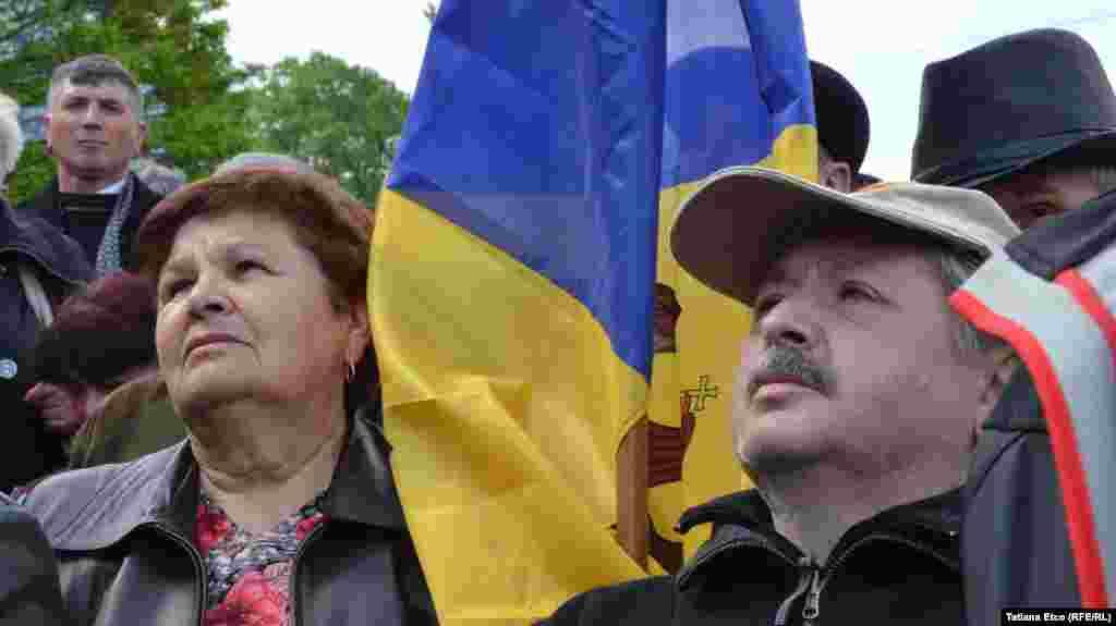 Участники антиправительственного митинга в Кишиневе 3 мая 2015 года