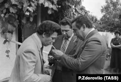Иосиф Кобзон (слева), 1988 год