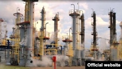 Нефтеперерабатывающий завод. Иллюстративное фото.