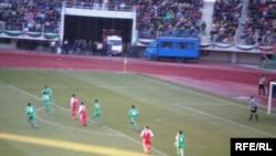 "HTTU-nyň futbol komandasy ""Aşgabat"" komandasy bilen final oýunda duşuşýar, fewral, 2008-nji ýyl."