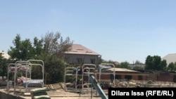 Место, где ночуют строители, занятые в восстановлении домов в Арыси.