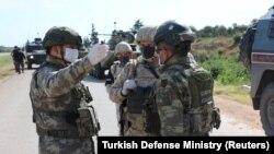 Турски и руски војници. Илустрација.