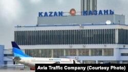 """Татарстан астанасы Қазан қаласының әуежайында тұрған """"Boeing 737"""" ұшағы."""