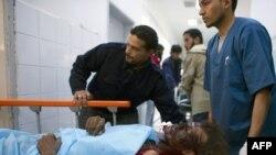 Лібійскі паўстанец, паранены ў часе ўдараў НАТО, у шпіталі